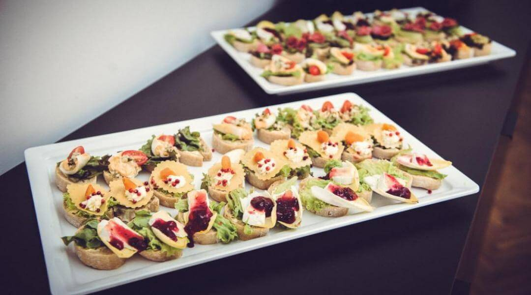 Catering w sali konferencyjnej i-view Meetings